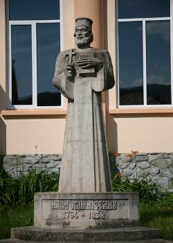 """Biblioteca Judeţeană """"Dinicu Golescu"""" Argeş » Statuia lui Naum"""